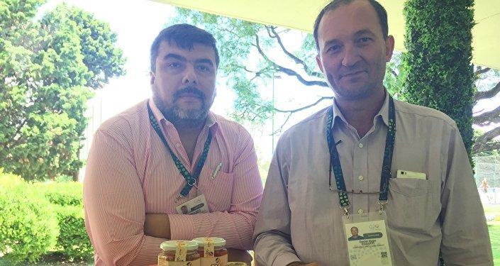 Los productores locales muestran sus alimentos y bebidas