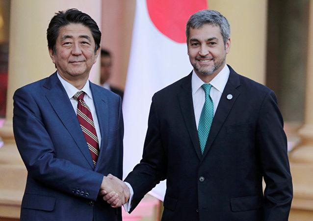 El primer ministro de Japón, Shinzo Abe, y el presidente de Paraguay, Mario Abdo Benítez