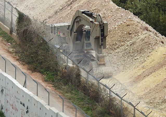 Vehículos israelíes durante la operación en la frontera entre Israel y Líbano