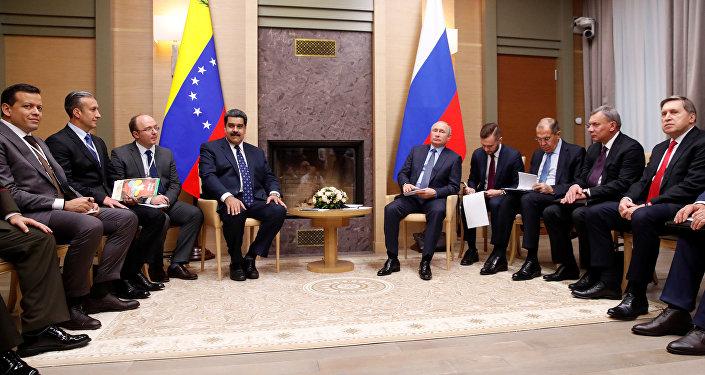 El presidente de Venezuela, Nicolás Maduro, y el presidente de Rusia, Vladímir Putin, durante las negociaciones en Moscú