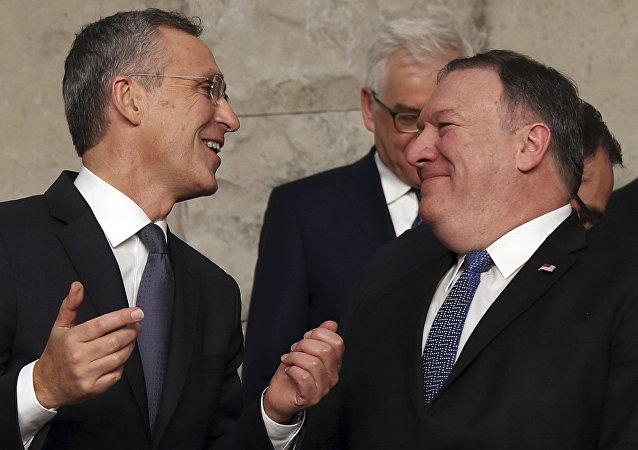 Jens Stoltenberg, secretario general de la OTAN, y Mike Pompeo, secretario de Estado de EEUU