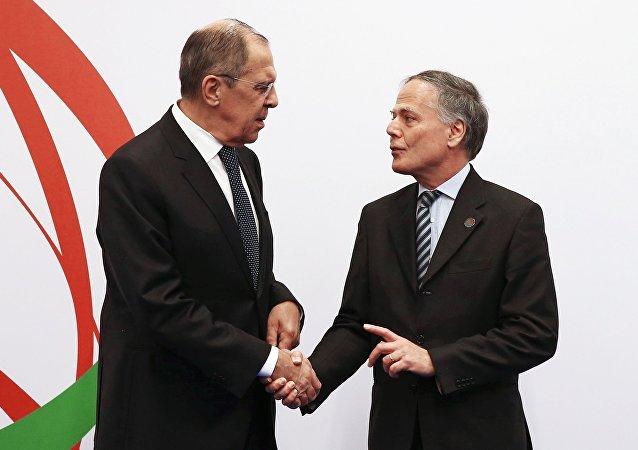 El ministro de Exteriores de Rusia, Serguéi Lavrov, y su homólogo ruso, Enzo Moavero Milanesi