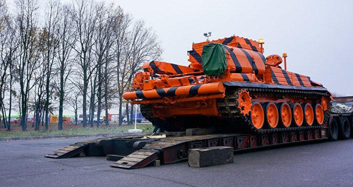 Vehículo blindado de reparación y evacuación basado en el tanque T-72