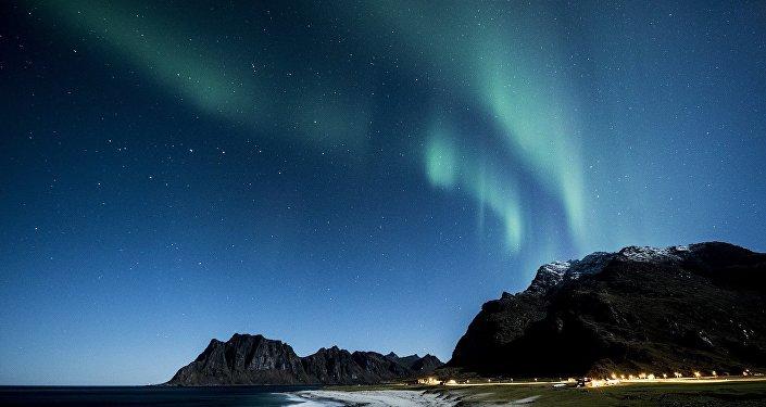 Aurora boreal vista desde el archipiélago Lofoten de Noruega