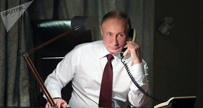 Vladímir Putin, presidente de Rusia, al teléfono