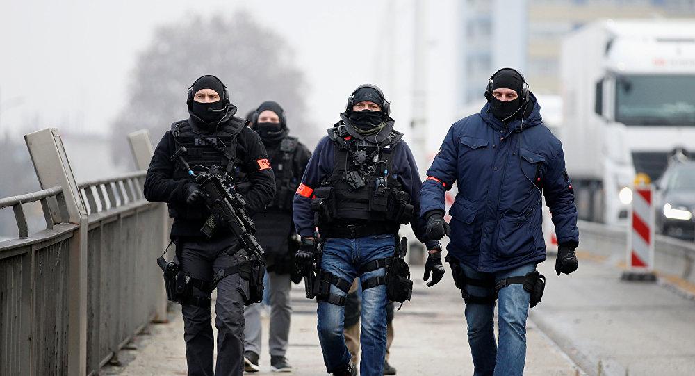 El patrullaje de la policia francesa especial tras el tiroteo de Estrasburgo