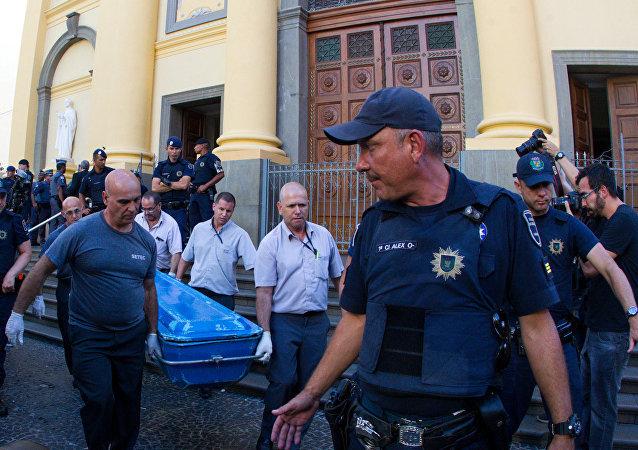 Policía tras el tiroteo cerca de la catedral de Campinas en Brasil