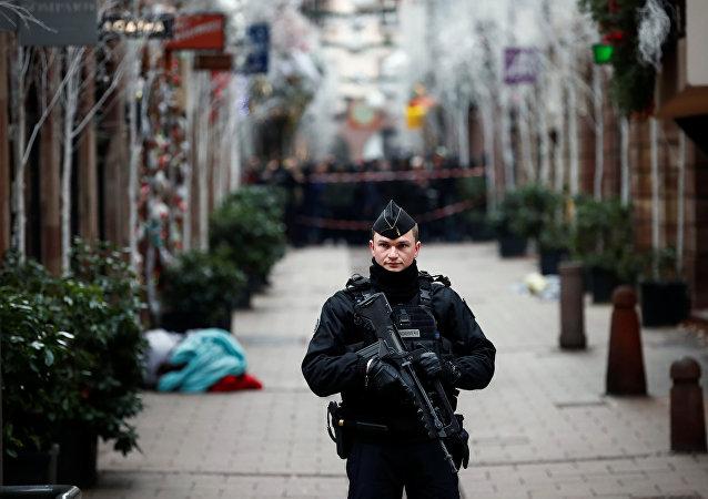Policía francesa en el lugar del tiroteo en Estrasburgo