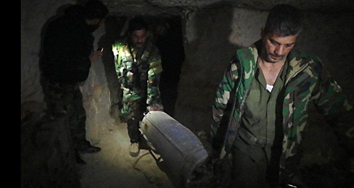 Las fuerzas de seguridad sirias manipulan misiles tierra-aire cerca del territorio jordano
