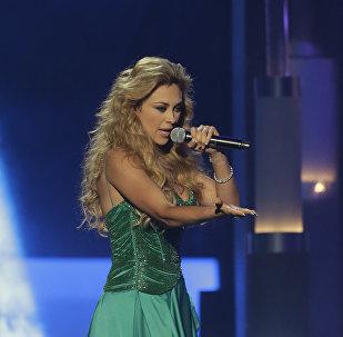 Aracely Arámbula, cantante mexicana