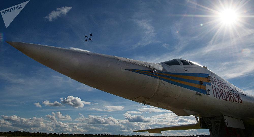 Un bombardero Tu-160