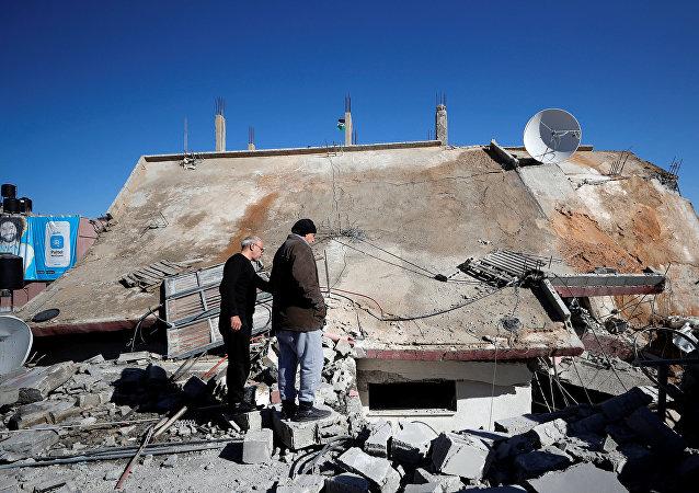 La casa demolida del palestino Islam Yusef Abu Hamid