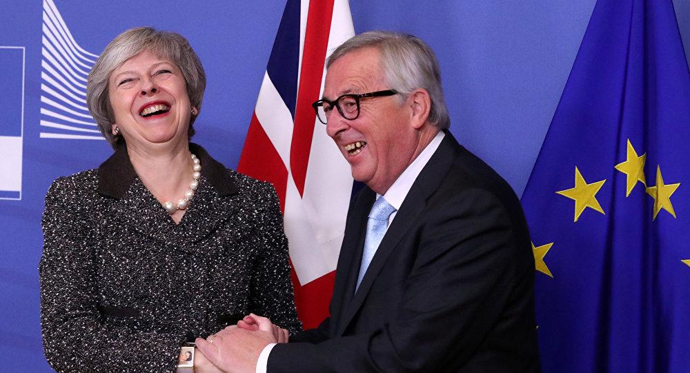 La primera ministra británica, Theresa May, y el presidente de la Comisión Europea, Jean-Claude Juncker