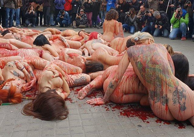Activistas de AnimaNaturalis se desnudan en Barcelona contra el maltrato animal, 16 de diciembre de 2018
