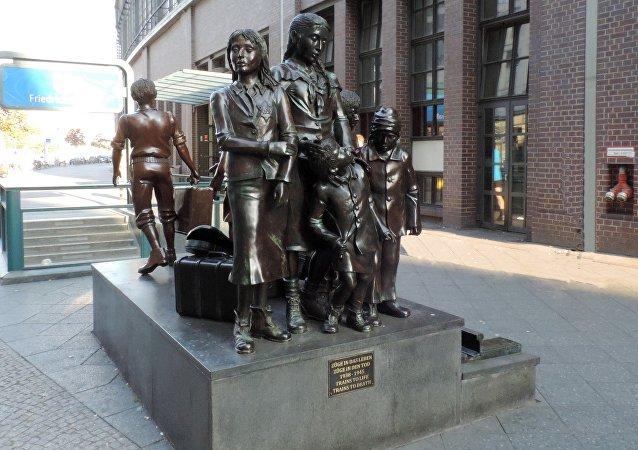 El monumento dedicado al programa Kindertransport en Berlín