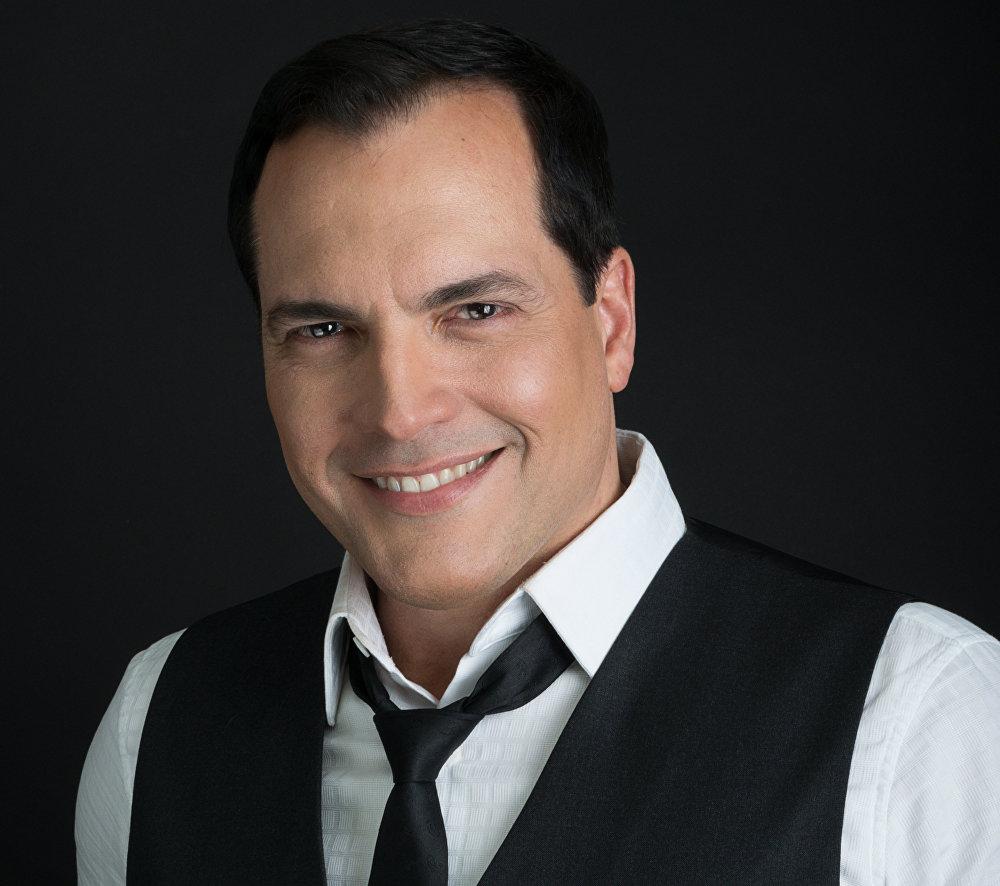 Daniel Boaventura, cantante y actor brasileño