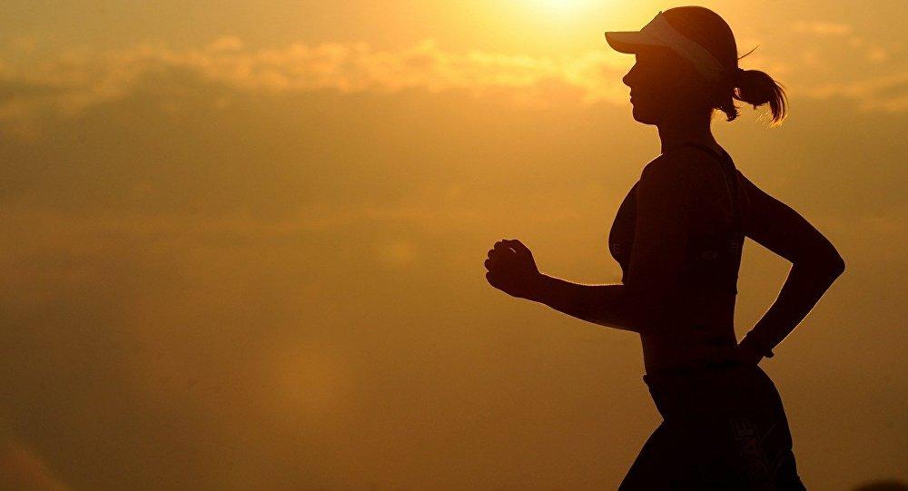 Una mujer corriendo (archivo)