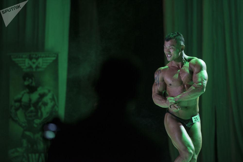 Belleza y músculos: una competencia de fisicoculturismo se lleva a cabo en Kirguistán
