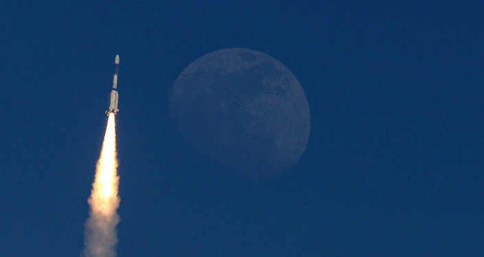 Un cohete con satélite de comunicaciones GSAT-7A