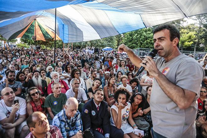 El diputado estatal de Río de Janeiro, Marcelo Freixo, en un mitin en 2016