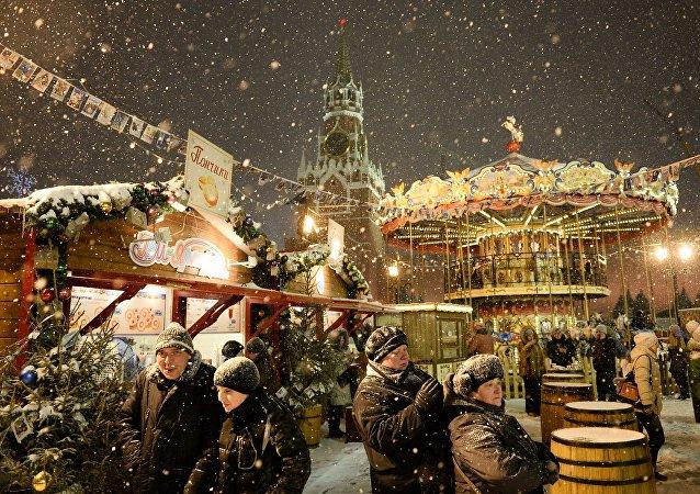 Mercadillo navideño en la Plaza Roja de Moscú