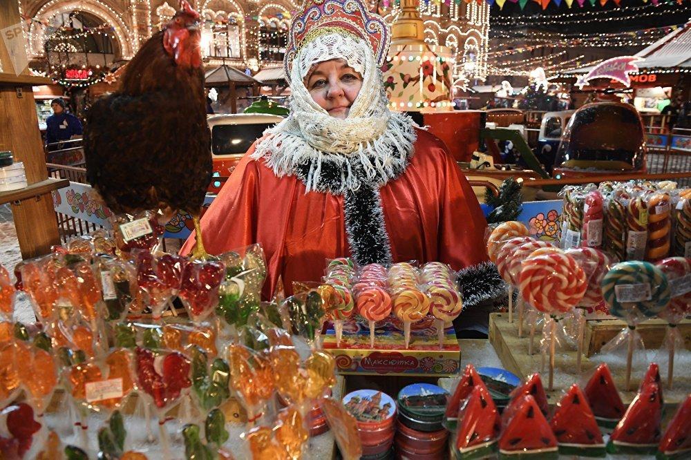 Un mercadillo navideño en la Plaza Roja
