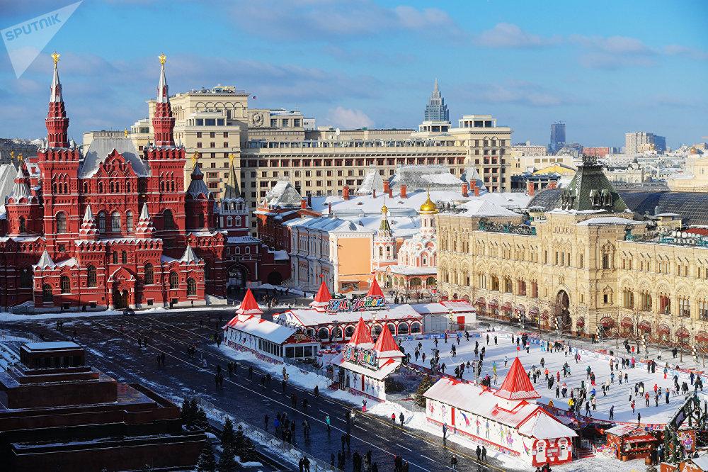 Una pista de patinaje en la plaza principal de Moscú