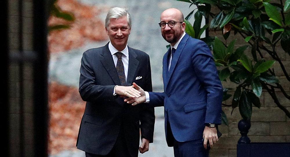 El Rey Felipe de Bélgica y el primer ministro belga, Charles Michel