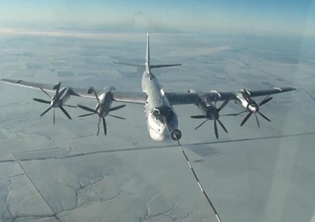 Publican un vídeo de los vuelos de los bombarderos estratégicos rusos Tu-160 y Tu-95