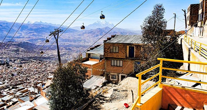 La línea amarilla de Mi Teleférico en La Paz