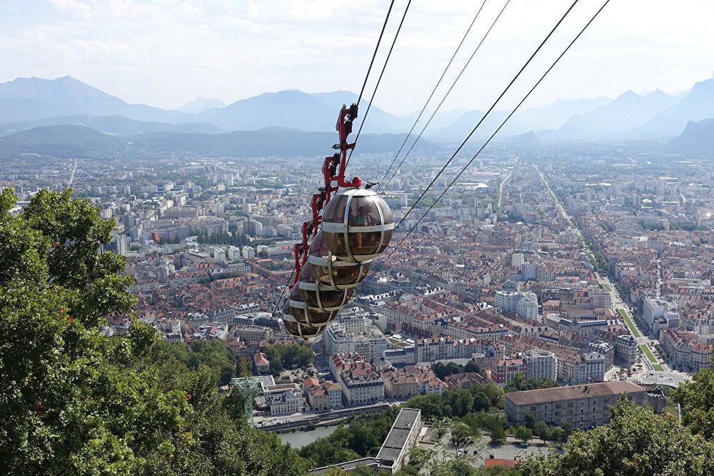 El teleférico de Grenoble en Francia