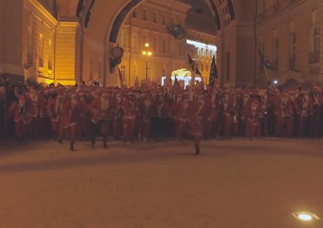 Miles de Papás Noel invaden San Petersburgo