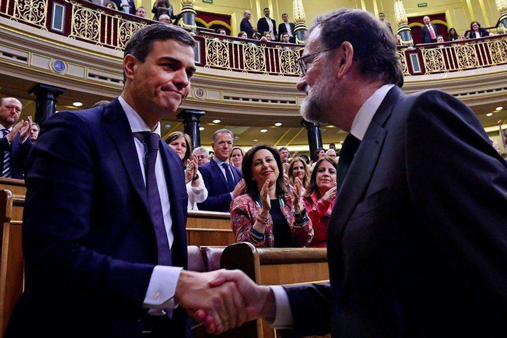 El 1 de junio el Congreso de los Diputados de España aprobó una moción de censura a Mariano Rajoy, motivada por una serie de escándalos de corrupción relacionados con el Partido Popular (PP). El líder del Partido Socialista Obrero Español (PSOE), Pedro Sánchez, fue electo como nuevo presidente de Gobierno.
