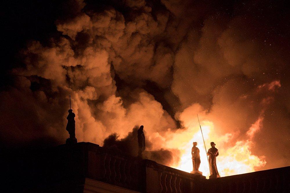El 2 de septiembre un incendio en Río de Janeiro destruyó el Museo Nacional de Brasil, que albergaba más de 20 millones de reliquias históricas y de arte. El edificio había sido el palacio de la familia real portuguesa.
