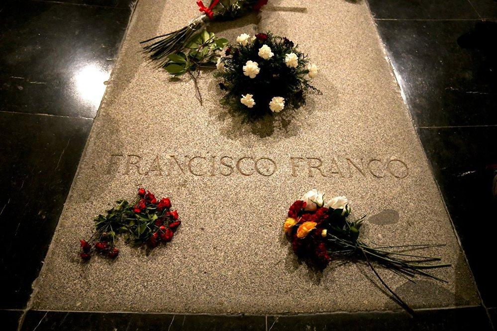 El 13 de septiembre, el Congreso de los Diputados de España dio su visto bueno al proceso de exhumación de los restos del dictador Francisco Franco, que actualmente se encuentra en el territorio del complejo memorial Valle de los Caídos.
