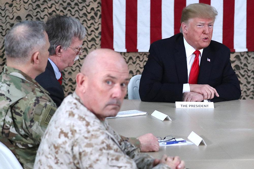Donald Trump visita una base estadounidense en Irak
