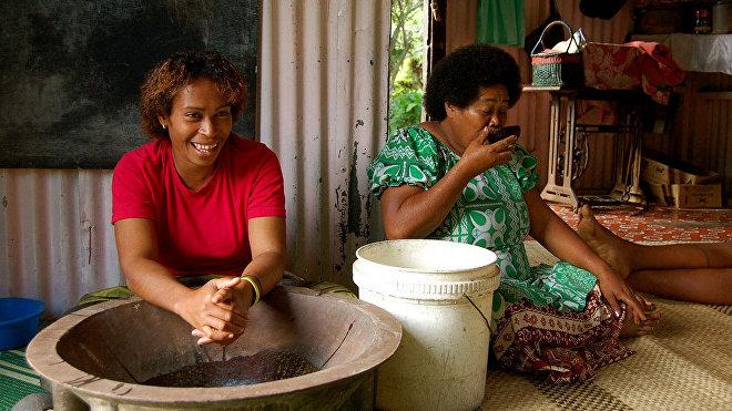 Yangona, o kava, bebida tranquilizante tradicional en Oceanía