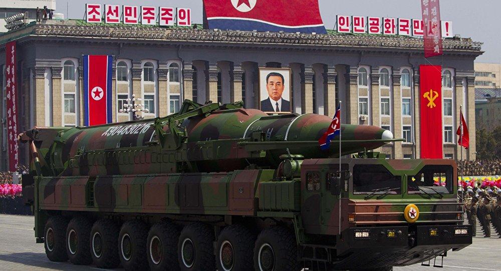 Sistema de misiles intercontinentales de Corea del Norte, mostrados en 2012