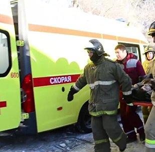 Rescatistas trabajan en la casa derrumbada en Magnitogorsk
