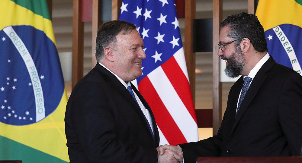 El secretario de Estado de EEUU, Mike Pompeo, y el canciller brasileño, Ernesto Araújo