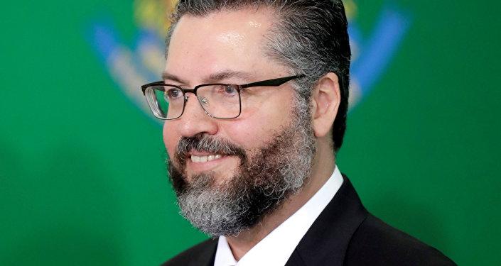 Gobierno de Bolsonaro destituirá a los funcionarios con ideas