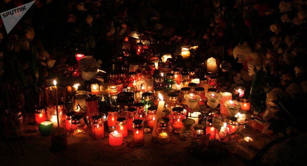 Las velas en memoria de fallecidos en Magnitogorsk