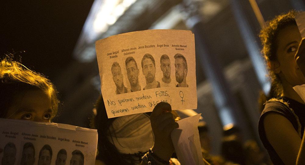 Tribunal español mantiene en libertad a los cinco miembros de