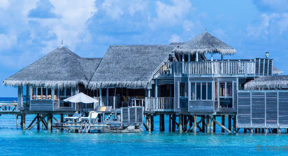Una villa situada sobre el agua en las Maldivas