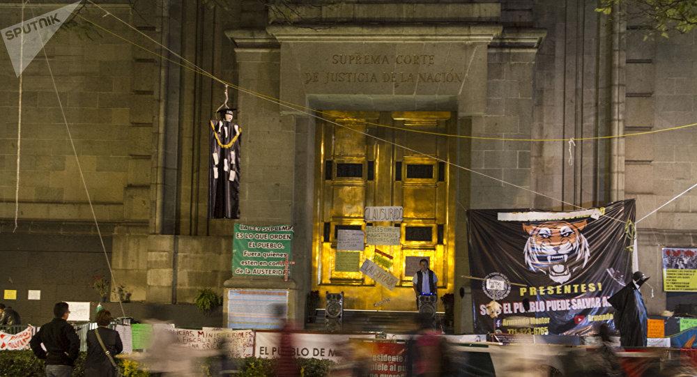 Plantón frente a la Suprema Corte de Justicia de la Nación