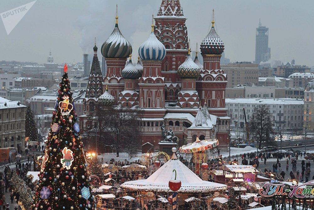 La feria navideña en la Plaza Roja de Moscú