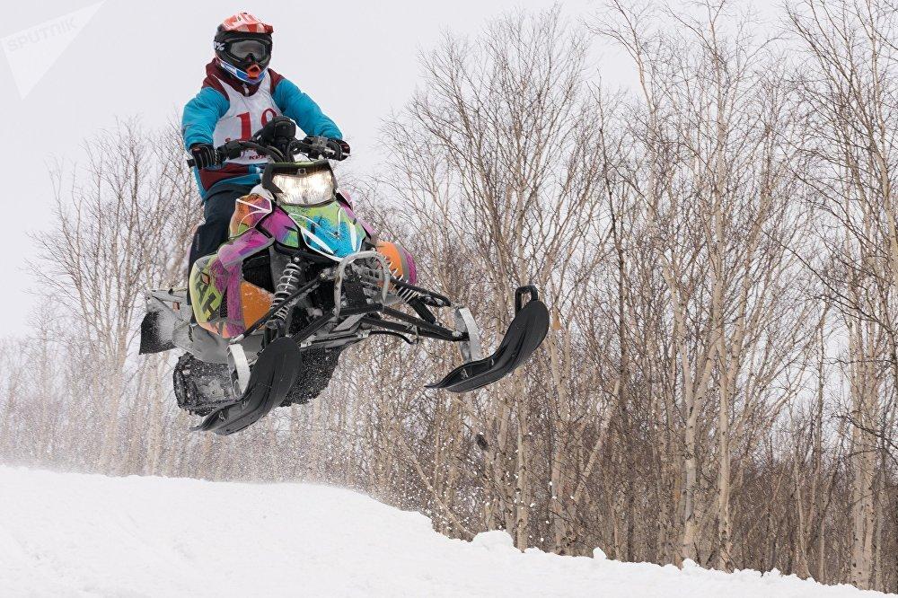 Campeonato de motos de nieve en Kamchatka