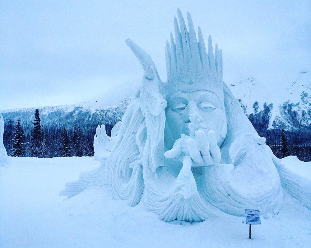 Pueblo de hielo en Kírovsk
