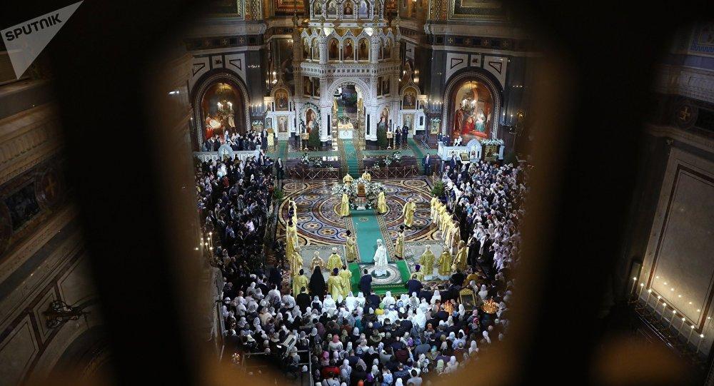 La misa de la Navidad ortodoxa en la catedral moscovita de Cristo Salvador