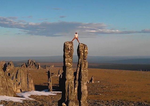 Conoce a un austriaco que decidió 'conquistar' las rocas siberianas